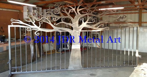 Chattanooga Tennessee driveway gates with personalized tree theme driveway fence gate.