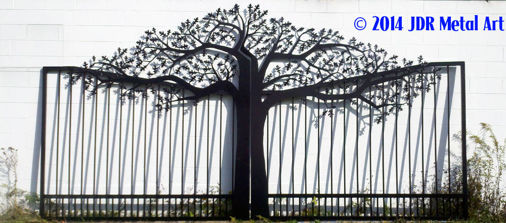Wisconsin Driveway Gate with Oak Tree and Pickets by JDR Metal Art 2014