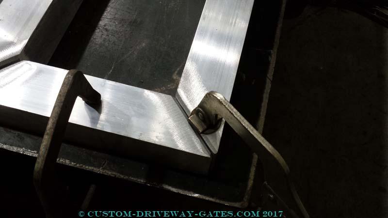 aluminum gate frame for slide gate tail by JDR Metal Art 2017