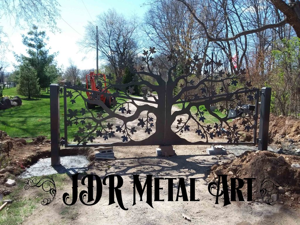 Custom gates with tree design by JDR metal Art