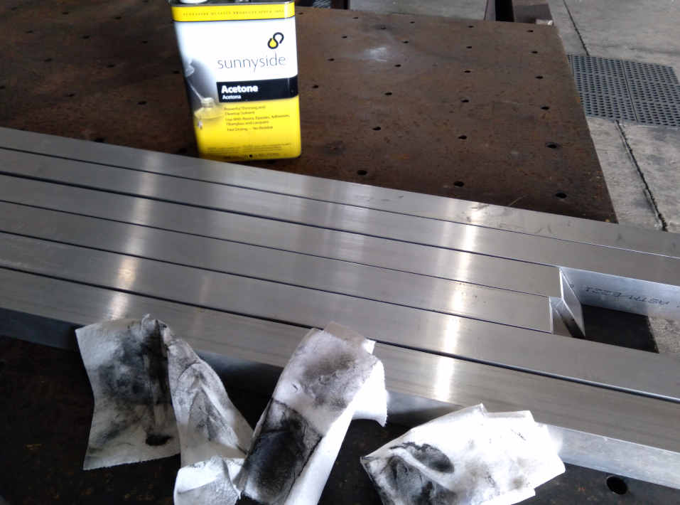 Manufacturing cleaning aluminum gates